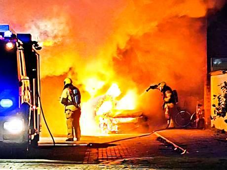 Vierde auto in week tijd in vlammen op: 'Ik keek naar buiten en zag 'm in lichterlaaie staan'