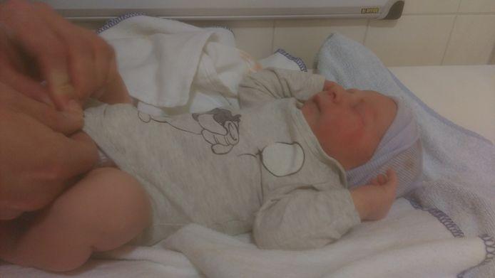 Thijn van As was de eerste Isala-baby van 2018.