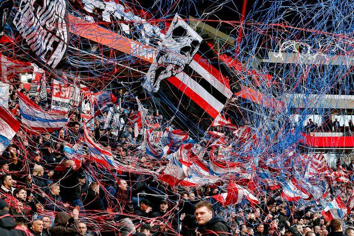 PSV-supporters tijdens PSV-Feyenoord van vorig jaar.