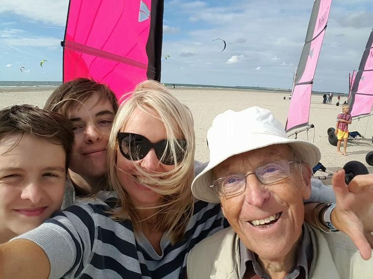 Hilmar Mulder met haar vader en twee zoons van 19 en bijna 16 jaar. Beeld