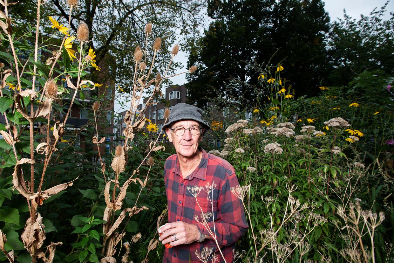 Rini Biemans: 'Vergeet het tuincentrum, de tuinaarde met afgegraven turf en de planten met gif. De natuur kan het heel goed zelf'.