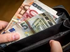 Vermogende vrouw uit Nijkerk laat zoon (66) haar bankzaken doen en mist jaren later 195.000 euro