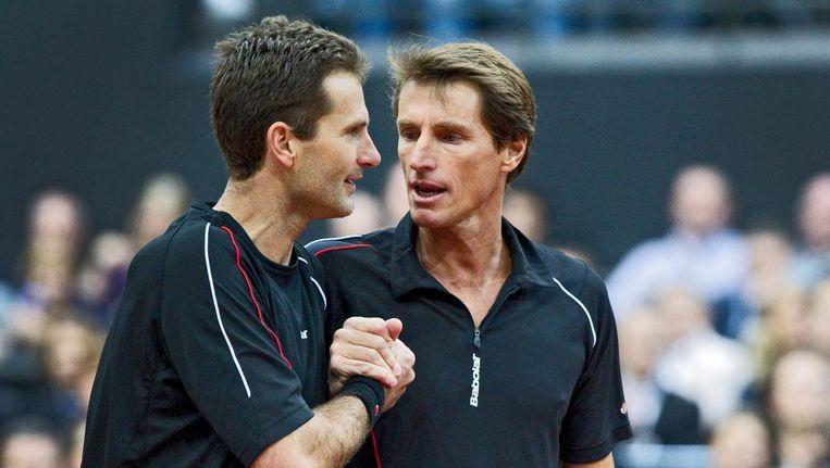 Jacco Eltingh (links) en Paul Haarhuis tijdens een korte rentree bij het ABN Amro tennistoernooi in Rotterdam, 2011. Beeld ANP