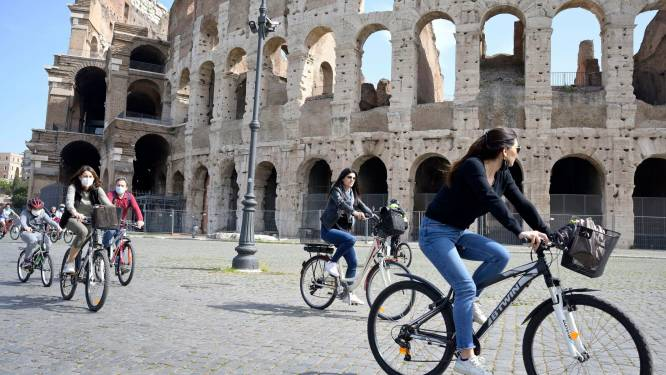 """L'Italie débute un déconfinement progressif: """"Un peu d'air frais"""""""