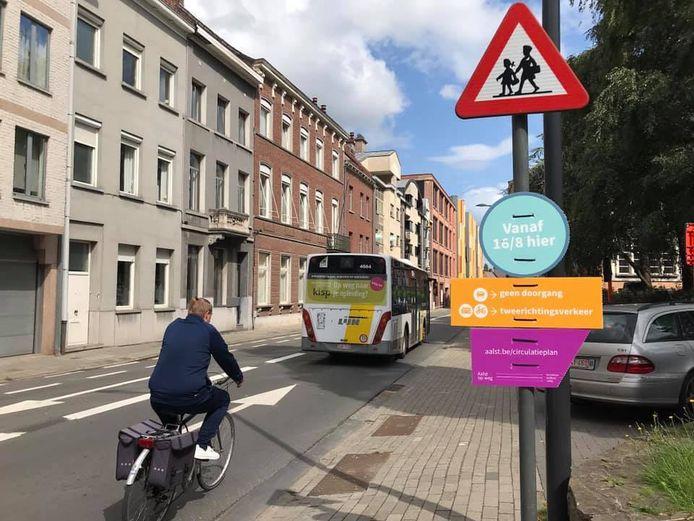 Om Aalstenaars en bezoekers van onze stad al voor te bereiden staan er infoborden met pictogrammen in de straten waar de hoofdcirculatie verandert.