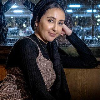 journalist-nisrine-sahla-wil-niet-worden-gevraagd-om-haar-hoofddoek