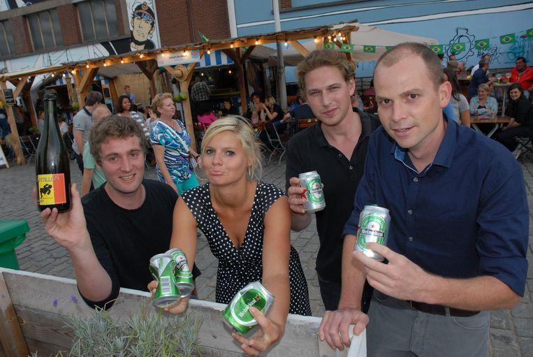 Stijn , Céline, Michael en Martijn hopen dat Brussel Bad volgend jaar wel Belgische bieren aanbiedt.