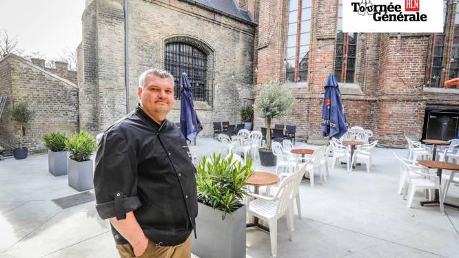 """Yvan van brasserie Excelsior plaatst niet één, maar twee terrassen: """"We zijn zeven op zeven open, om 'regendagen' op te vangen"""""""