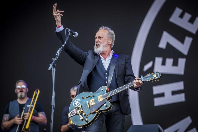 Jack Poels, de echte zanger van Rowwen Hèze, op Pinkpop 2019.