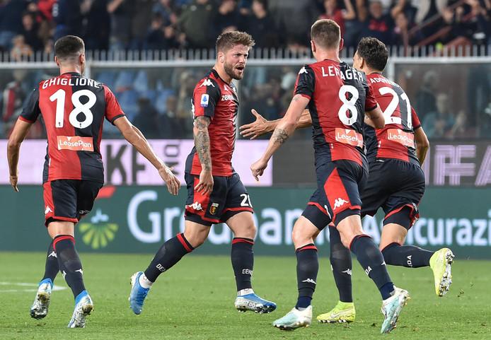Lasse Schöne kan niet lang genieten van zijn doelpunt voor Genoa.