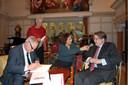 Jacques de Leeuw, auteur Joke Knoop, presentatrice Karin Bruers en commissaris Wim van de Donk bij de presentatie van de biografie van Jacques de Leeuw (links).