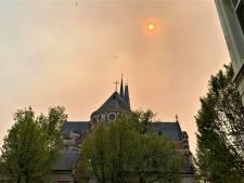Rookpluim natuurbrand bereikt Antwerpen: 'Zon amper zichtbaar en het regent roetdeeltjes'