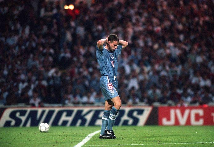 Euro 1996, Wembley: le tir au but manqué par  Gareth Southgate coûte cher à l'Angleterre qui laisse la place en finale de l'Euro à l'Allemagne. 25 ans plus, il a guidé l'Angleterre vers sa première finale  dans un Euro.
