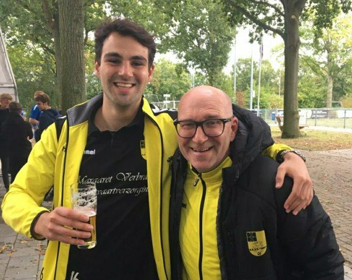 NSV-speler Martin Kuijer (links) en trainer Hans Vos gaan na de 1-3-zege bij NVS zonder baard door het leven.