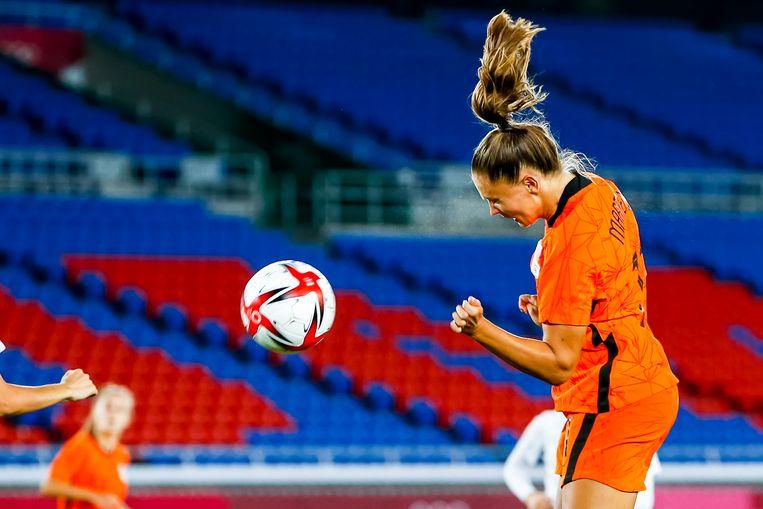 Lieke Martens maakt 4-1 tegen China. Nederland won met 8-2. Beeld Pro Shots / Thomas Bakker