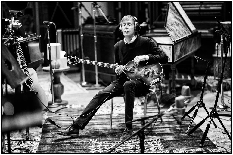 Paul McCartney lijkt op McCartney III in elk nummer een ander genre aan te doen. Beeld MJ Kim