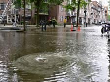 Gesprongen leiding zorgt voor waterballet aan Goudse Rijweg