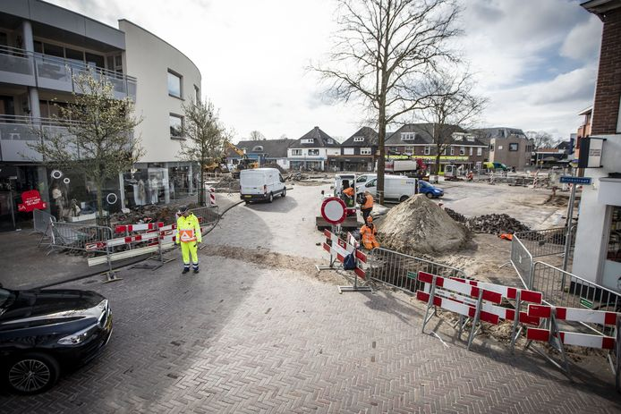 Onder meer de parkeerplaats Langenkamp in Losser is tijdens de eerste van het centrumplan aangepakt.
