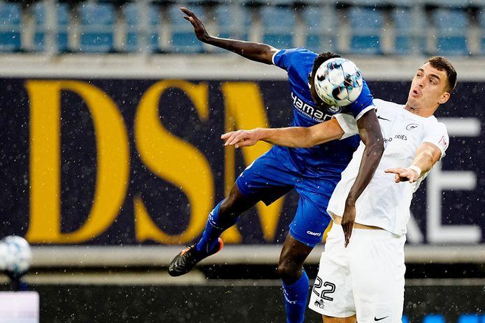 Darko Lemajic (rechts) in actie tegen AA Gent, z'n nieuwe club.