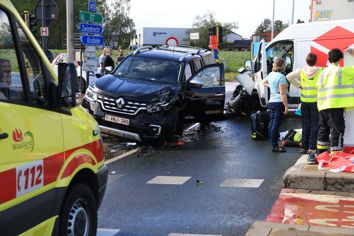 De bestuurder van de bestelwagen raakte bij het ongeval zwaargewond.