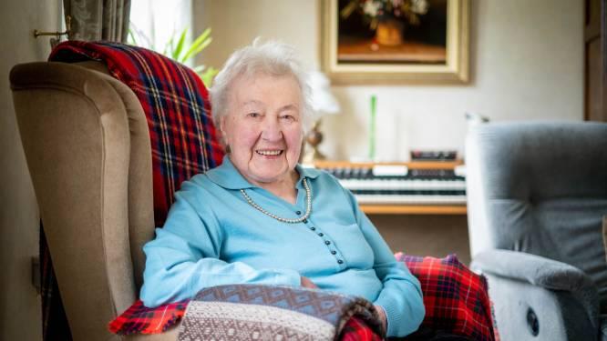 """104-jarige Martha is oudste inwoner van Heist-op-den-Berg: """"Zus is er 105, moeder werd er net geen 105: het zit dus in de familie"""""""
