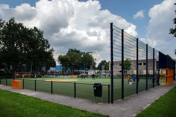 De klachten van overlast rond het Cruyff Court aan de Hobodreef zijn van dusdanige aard dat het zeker nodig is nu maatregelen te nemen om de overlast te beperken, zegt de gemeente Etten-Leur.