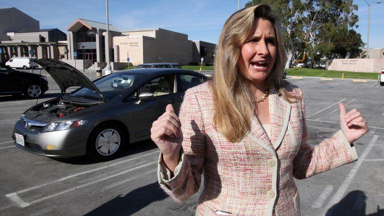 Heather Peters met haar Honda Civic uit 2006. Beeld ap
