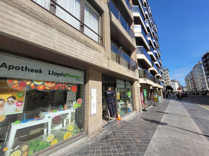 Apotheek Lloyds Pharma in de Koningsstraat kreeg eveneens inbrekers over de vloer, woensdagnacht. De toegangsdeur is intussen hersteld.