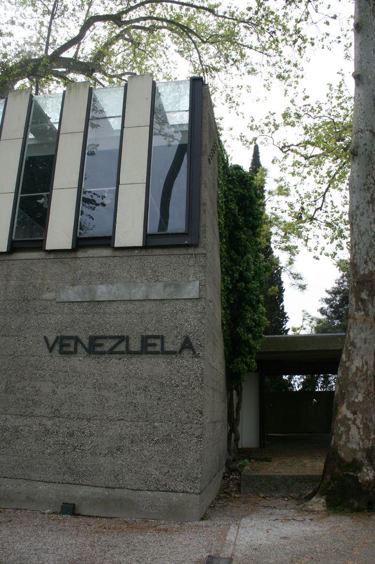 Het Paviljoen van Venezuela is gesloten tijdens de voorbezichtiging van de 58ste Biënnale van Venetië. Beeld Anna van Leeuwen