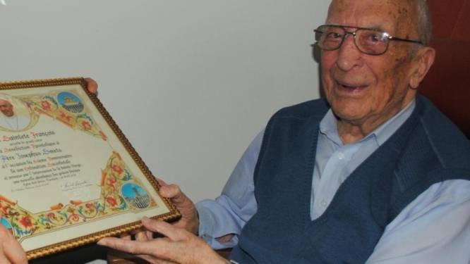 Wie is oudste Belg Jozef Smets (107)? Al voor WOII tot priester gewijd, twee pauselijke zegens en een ijzersterk geheugen