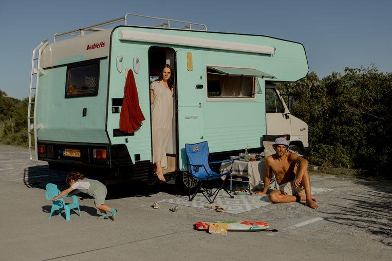 Van links af: Nula, Elise en Jamel op parkeerplaats Meijendel in Wassenaar. Beeld Desiré van den Berg