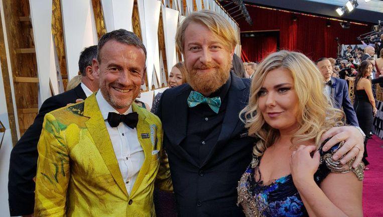 Axel Rüger, directeur van het Van Gogh Museum, met de regisseurs van Loving Vincent Hugh Welchman en Dorota Kobiela gisteren op de rode loper van de Oscars. Beeld -