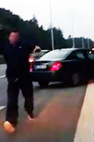 """Verkeersagressor (40) die koppel klemreed op E40 wil opgenomen worden in psychiatrie: """"Hij heeft nadien nog een uur zitten nadenken in zijn wagen"""""""