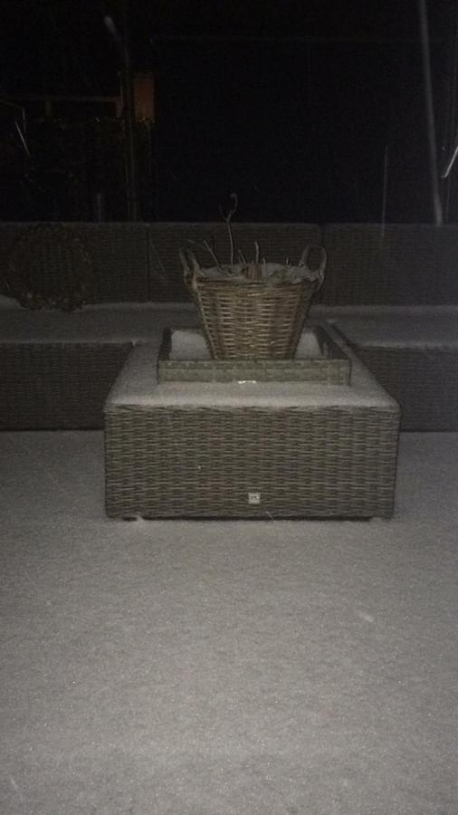 Voordat Jess weer in haar tuin in Gameren kan zitten, moet ze eerst even sneeuw weghalen. Of er gewoon op gaan zitten natuurlijk. Smelt vanzelf.