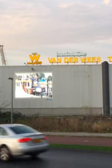 Van der Wees wil 'verdwenen' geld terug van oud-directeur
