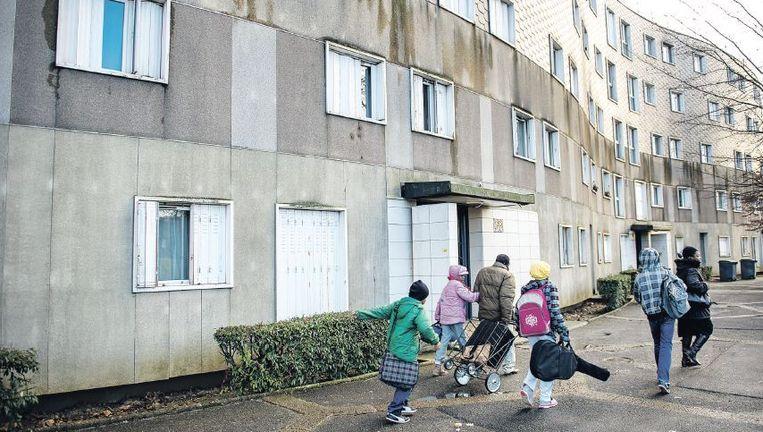 Grigny, de voorstad van Parijs waar Amedy Coulibaly opgroeide. 'We zijn geparkeerd in deze flats, er is geen werk, ze kijken niet naar ons om.' Beeld Steven Wassenaar