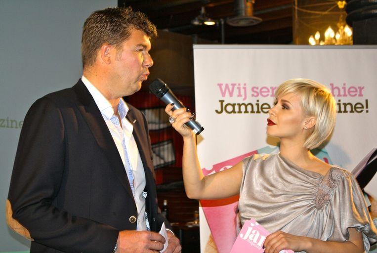 Uitgever Leo Schaap in gesprek met Victoria Koblenko.<br /> Beeld