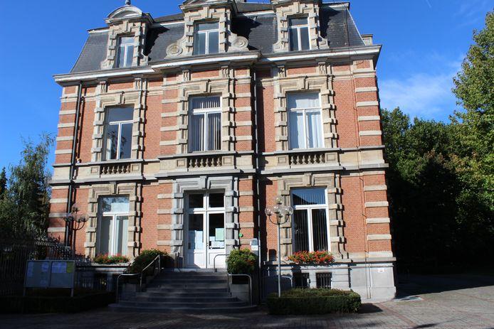 Archiefbeeld gemeentehuis Moerbeke