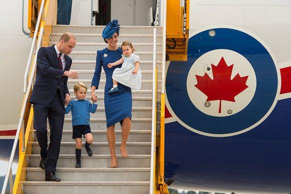 William en Kate hebben intussen al vaker gevlogen met hun kinderen, wat eigenlijk verboden is.