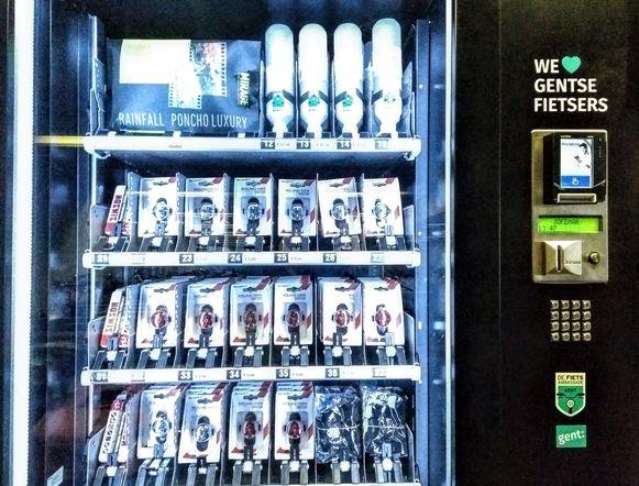 De automaat voor fietslichtjes in Gent.