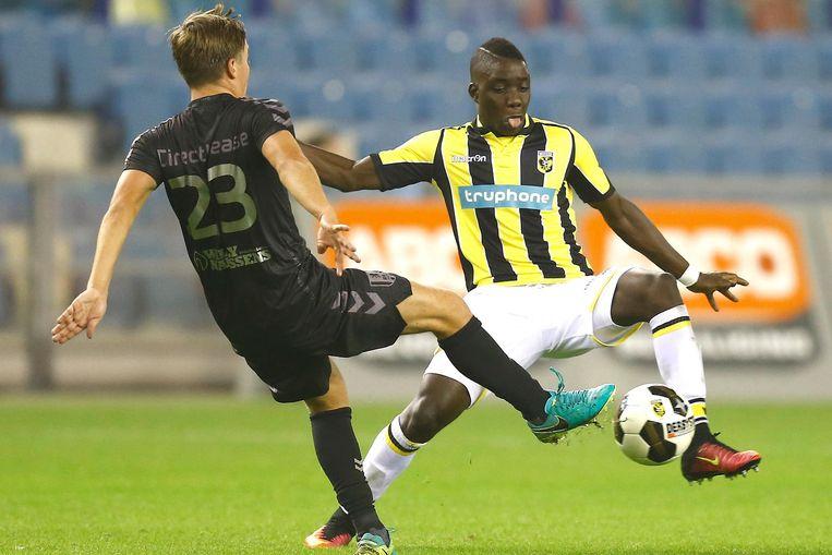 Nakamba als speler van Vitesse tegen RKC. Beeld Belga