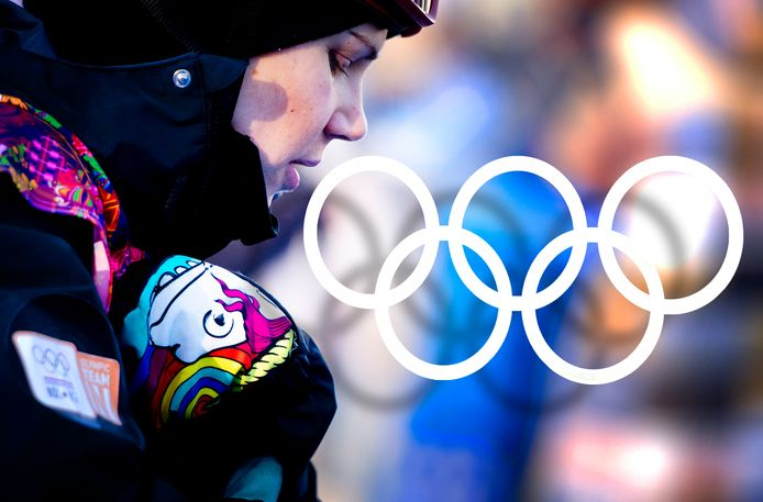 Snowboardster Cheryl Maas maakte in Sotsji, bij de Winterspelen van 2014, een statement met haar regenbooghandschoenen.