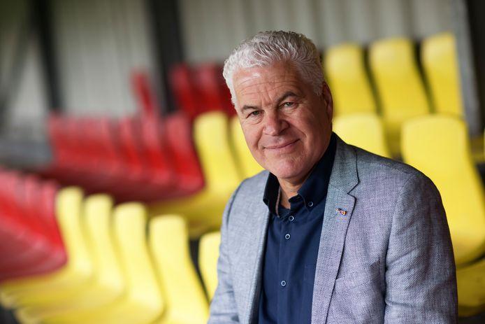 Ruud Brugmans (57) legt al ruim 20 jaar ziel en zaligheid in voetbalvereniging Dosko. Begon als jeugdleider, is nu nog wedstrijdsecretaris, plant de wedstrijden en deelt de velden in. Daar heeft ie een lintje voor gekregen.