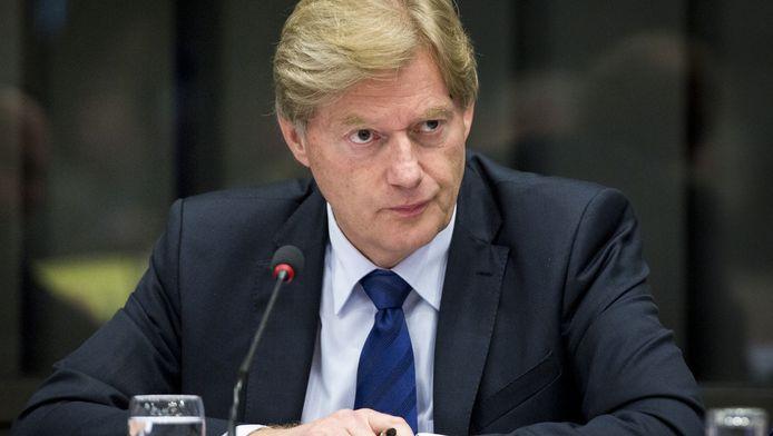 Het zorgvraagstuk is voor staatssecretaris Van Rijn één van de redenen geweest om de politiek in te gaan. De barre situatie van zijn eigen moeder wordt hem nu voor de voeten gegooid.