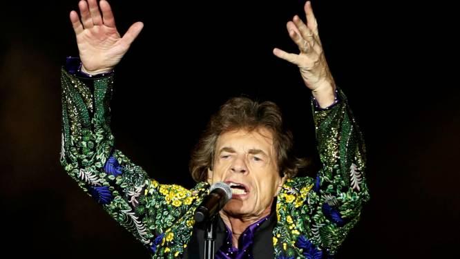 Rolling Stones dragen optreden op aan overleden drummer Charlie Watts
