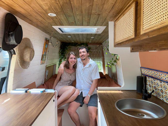Marjolein de Koning reist met een zelfgemaakte camper en haar vriend door Europa.