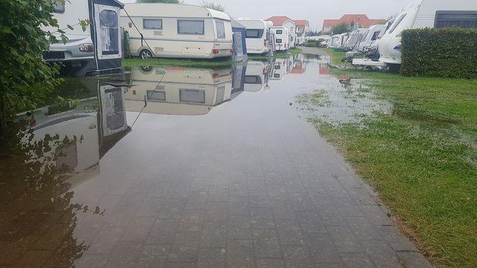Waterellende op camping Kompas in Nieuwpoort.