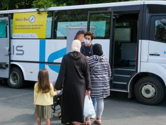 """De vaccinatiebus rijdt vanaf woensdag tot en met zondag uit in Ronse: """"Een ultieme poging om de niet-gevaccineerden alsnog te overtuigen"""""""