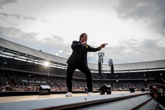 Marco Borsato treedt op in De Kuip.