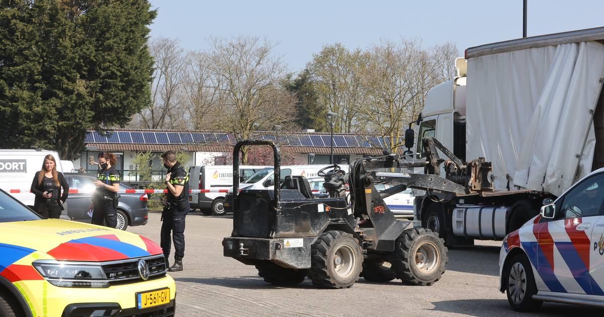 Wielrenner met spoed naar ziekenhuis na botsing met auto Enkhuizen.